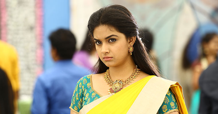 KEERTHI SURESH finally SHOWS OFF and SEDUCES in SAREE - Photos Proof Inside