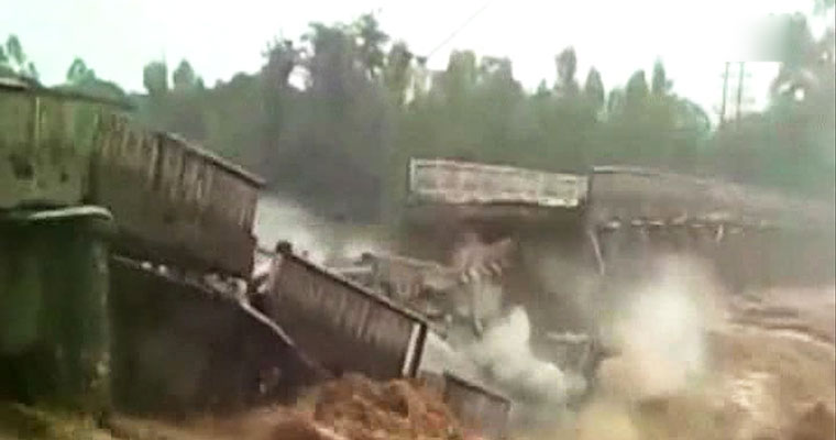 Foot bridge collapses in South Goa dozens injured