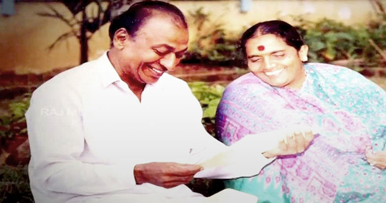 Watch: Rare video of Dr Rajkumar introducing wife, family