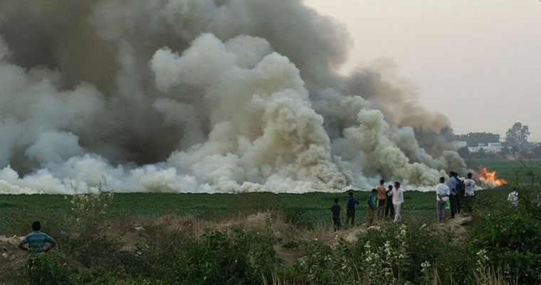 Bellandur lake spits fire, Pollution board slaps notice on BDA, BWSSB, BBMP