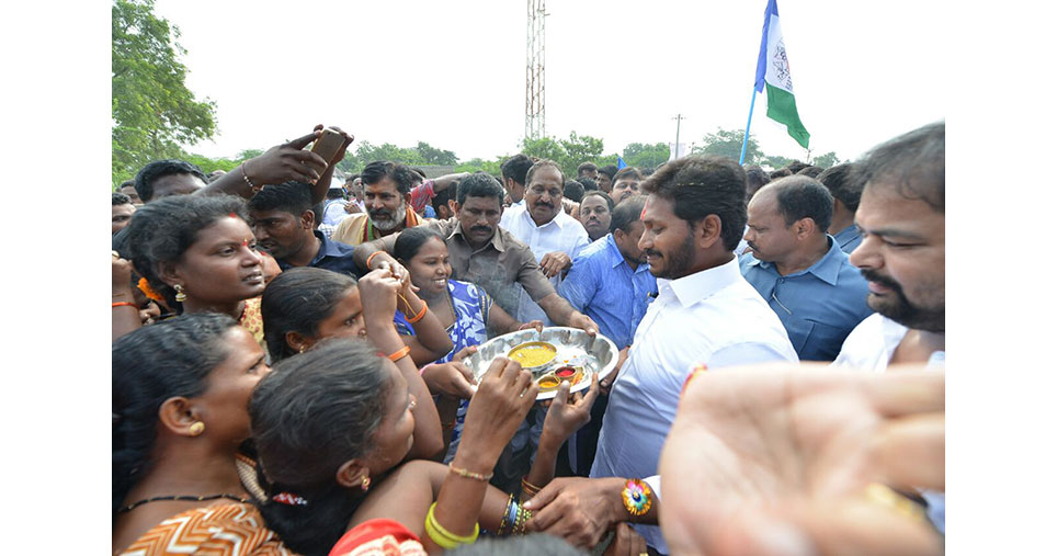 Jagan padayatra covers 100 km as it reaches Kurnool