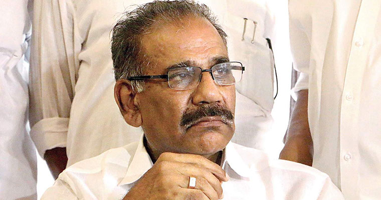 Kerala cabinet accepts commission report on Mangalam chat scandal