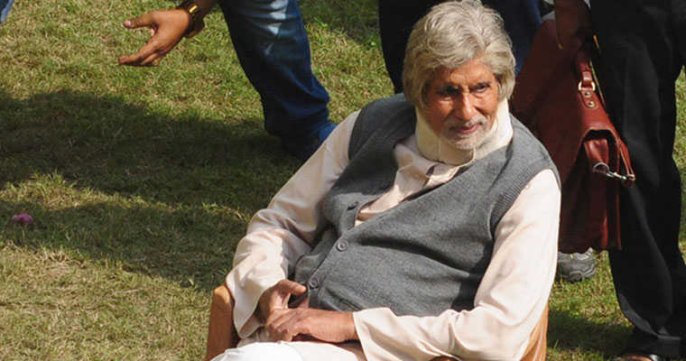 Amitabh Bachchan strains his neck again